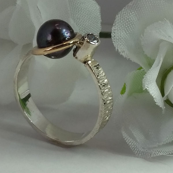 silver and gold ring with freshwater pearl, made by Vancouver Island jeweler European Goldsmith
