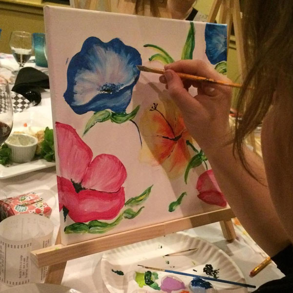 Picture of flowers being painted in Qualicum Beach paint classes at at Oceanside Art Studio